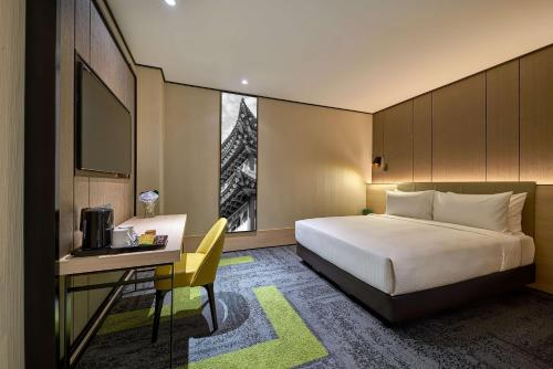 A bed or beds in a room at Aerotel Kuala Lumpur (Airport Hotel) - Gateway@klia2
