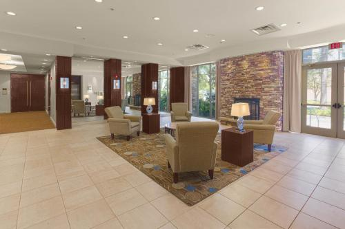 The lobby or reception area at Holiday Inn Baton Rouge College Drive I-10, an IHG hotel