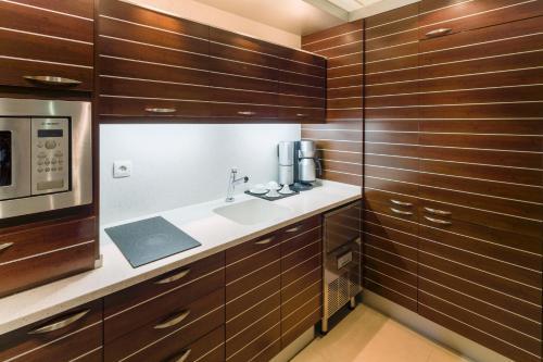 مطبخ أو مطبخ صغير في اجنحة الفيصلية