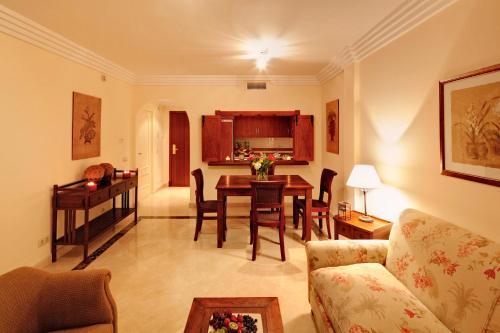 A seating area at Vasari Resort