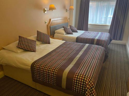 A bed or beds in a room at Parkside International Hotel