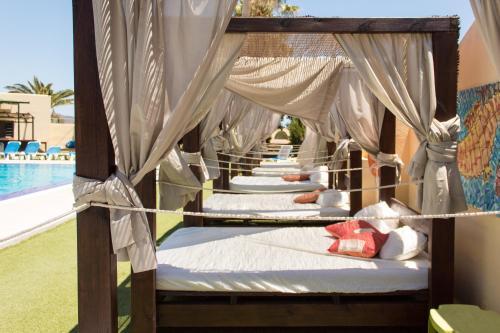 Cama o camas de una habitación en Complejo Turístico Los Escullos San Jose