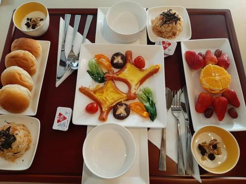 Breakfast options available to guests at Hanok Guesthouse Suni
