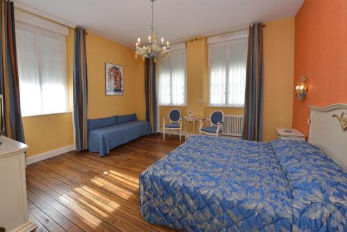 Un ou plusieurs lits dans un hébergement de l'établissement Hotel Castel Jeanson