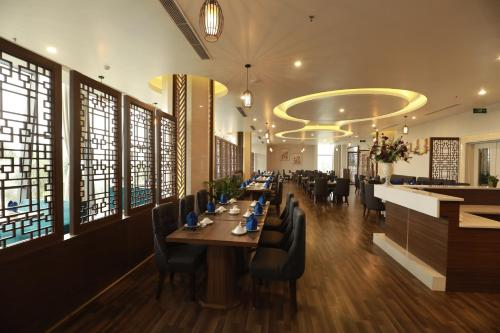 A restaurant or other place to eat at Central Hotel Thanh Hoa