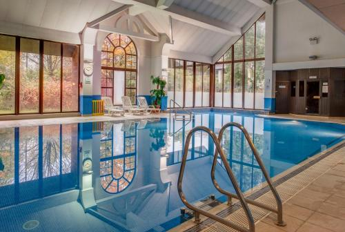 The swimming pool at or near Holiday Inn Glasgow - East Kilbride