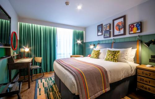 A bed or beds in a room at Hotel Indigo - Chester
