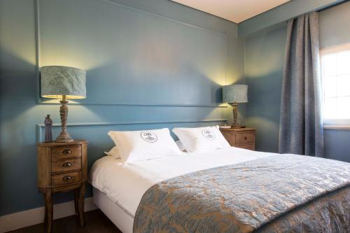A bed or beds in a room at Lapa 82 Boutique Bed & Breakfast