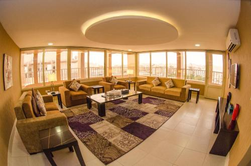 A restaurant or other place to eat at Swiss Spirit Hotel & Suites Taif