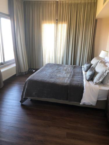 Кровать или кровати в номере Droushia Heights Hotel