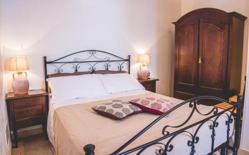 Letto o letti in una camera di Trullieu Guesthouse Alberobello