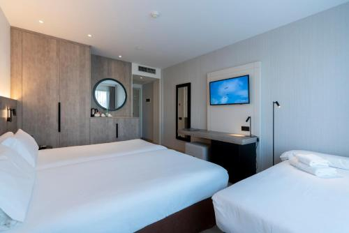 A bed or beds in a room at Attica 21 Barcelona Mar