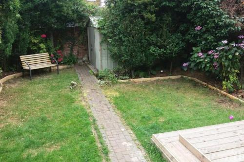 A garden outside SPACIOUS 4 BEDROOM HOME IN ENFIELD