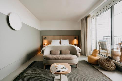 Een bed of bedden in een kamer bij Strandhotel