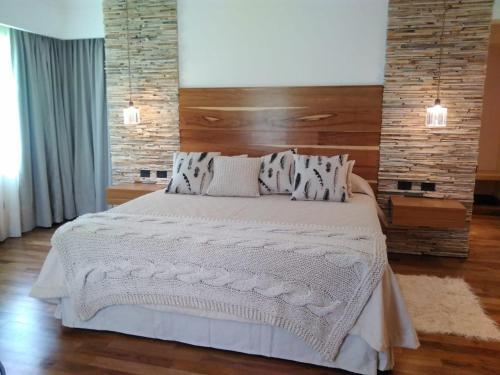 Una cama o camas en una habitación de Noha Casa de Campo