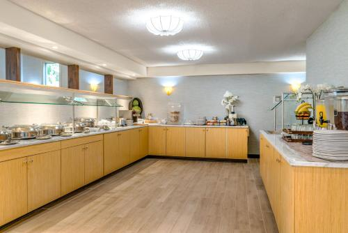 A kitchen or kitchenette at Holiday Inn Cape Cod - Hyannis