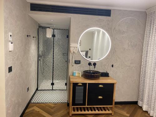 A bathroom at Margosa Hotel Tel Aviv Jaffa