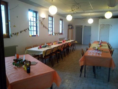 A restaurant or other place to eat at La vallée de Gaïa