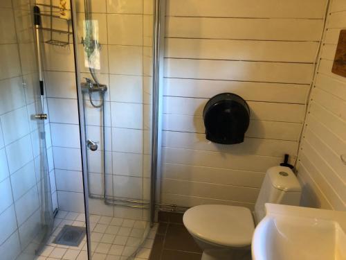 Ett badrum på Timjan Forest Resort