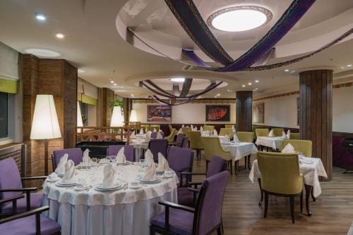 مطعم أو مكان آخر لتناول الطعام في فندق دومان