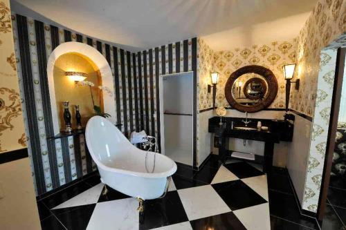 Ein Badezimmer in der Unterkunft Burg Hotel Romantik