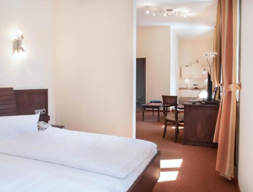 Ein Bett oder Betten in einem Zimmer der Unterkunft Hotel Alte Canzley