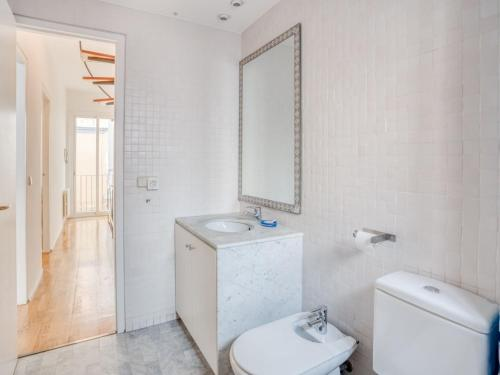 A bathroom at Simplistic Holiday Home in Barcelona with Balcony