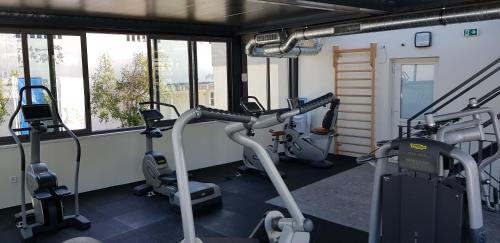 The fitness centre and/or fitness facilities at Hotel Mondo