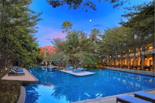 The swimming pool at or close to Courtyard by Marriott Bali Nusa Dua Resort