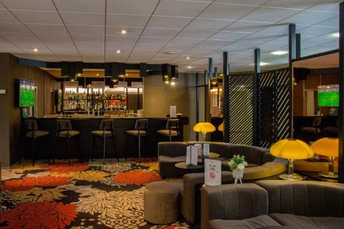 The lounge or bar area at Oceania Quimper
