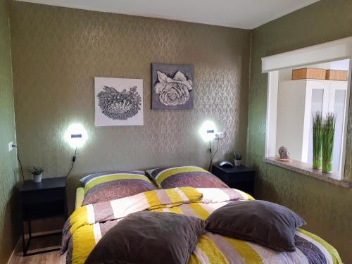 Ein Bett oder Betten in einem Zimmer der Unterkunft Gasthaus Duther Schleuse