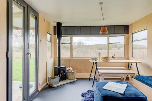 Modern, cosy cabin in a secluded meadow near Framlingham