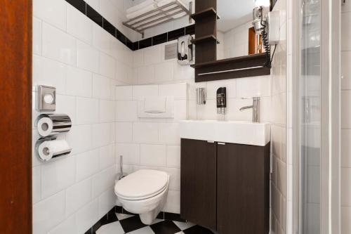 A bathroom at Strandhotel Scheveningen