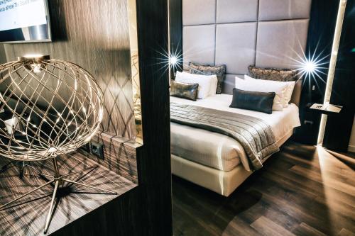 Hotel Dei Cavalieri Milano Duomo tesisinde bir odada yatak veya yataklar