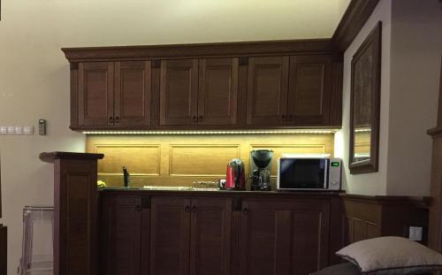 Küche/Küchenzeile in der Unterkunft Historic Royal Apartment