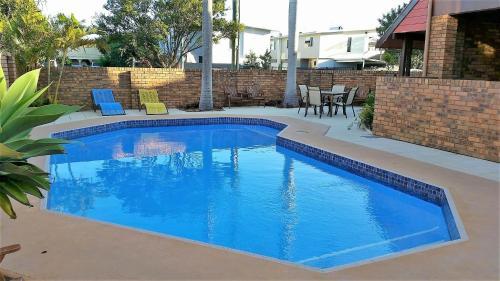 The swimming pool at or near Royal Palms Motor Inn