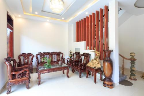 A seating area at CANH DUONG MOTEL