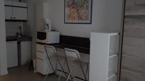 A kitchen or kitchenette at Studio Dijon Rue Pietonne