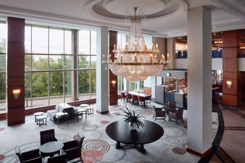 A restaurant or other place to eat at Niagara Falls Marriott Fallsview Hotel & Spa