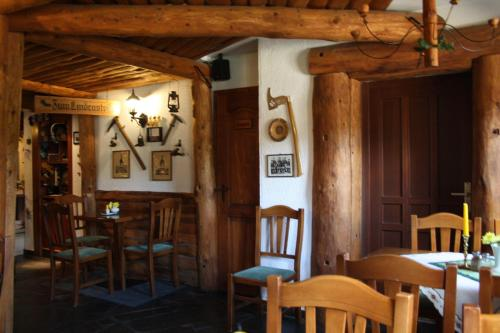 A restaurant or other place to eat at Doppelzimmer-in-Wiesa