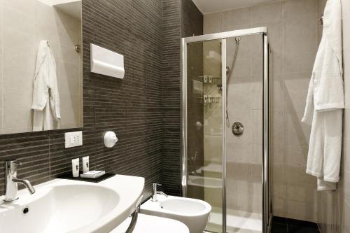 A bathroom at Hotel Palazzo Brunaccini
