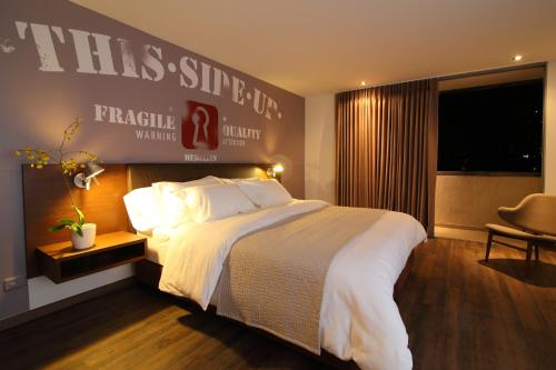 A bed or beds in a room at Sites Hotel