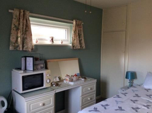 A kitchen or kitchenette at Melrose cottage