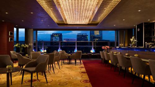 A restaurant or other place to eat at Hotel Indigo Hong Kong Island