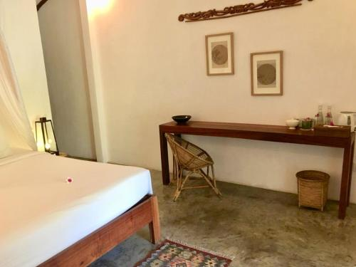 A bed or beds in a room at Manusia Dunia Green Lodge