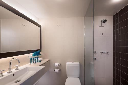 A bathroom at PARKROYAL Parramatta
