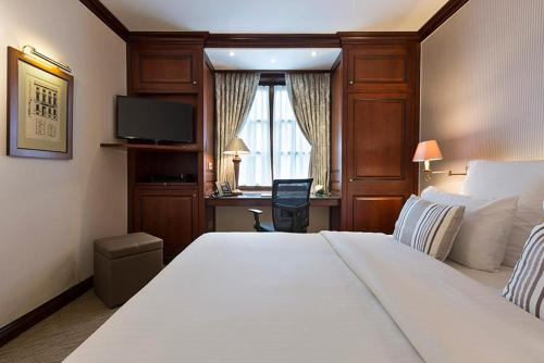 A bed or beds in a room at Warwick Brussels - Grand Place
