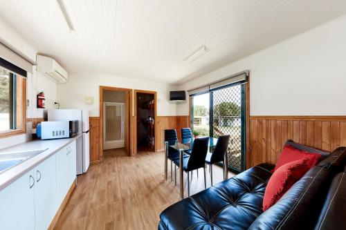 A seating area at Torquay Foreshore Caravan Park
