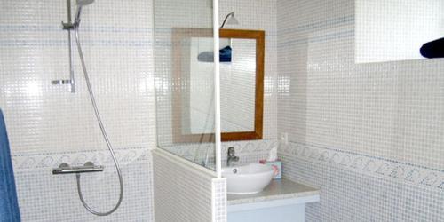 A bathroom at La Chaumière de la Chaize