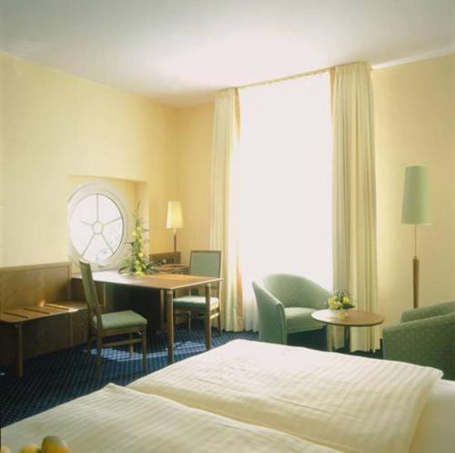 Ein Bett oder Betten in einem Zimmer der Unterkunft Victoria Hotel